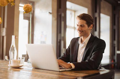 Как уверенно провести вебинар: стратегии и практики